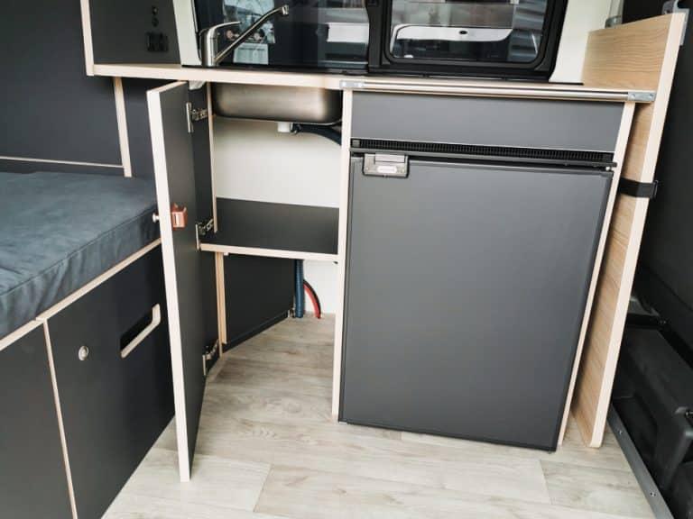 Réfrigérateur en camion aménagé